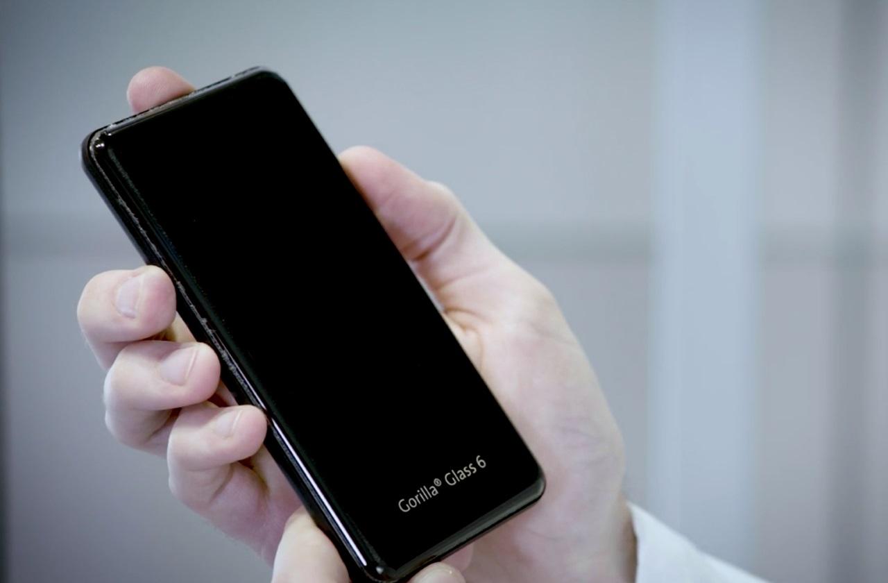 Стекло Corning Gorilla Glass 6 выдержит до 15 падений