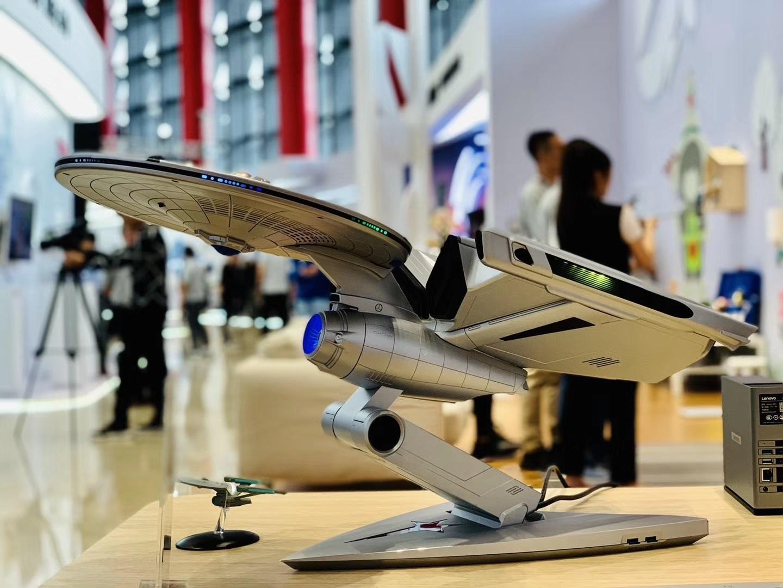 Lenovo показала компьютер Titanium Enterprise в виде космического корабля